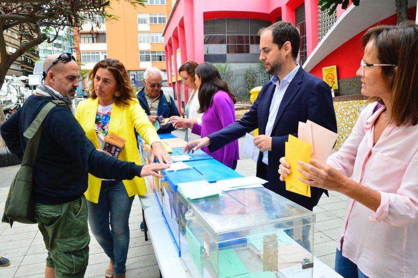 Sí Podemos Canarias saca las urnas del 26M a la calle en una jornada informativa